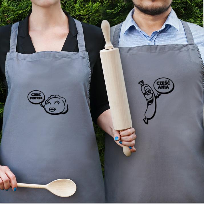 Cześć! - Zestaw dwóch fartuchów kuchennych