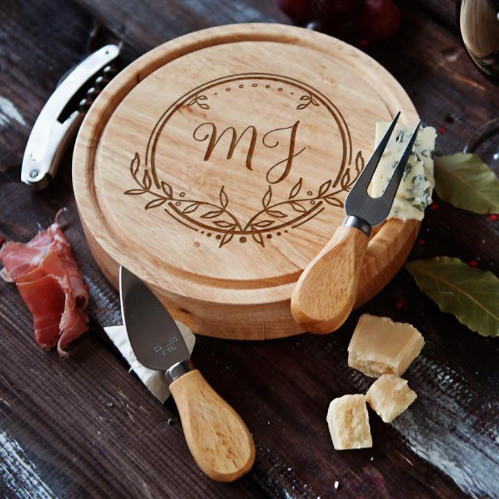 Inicjały 2 - Deska do sera