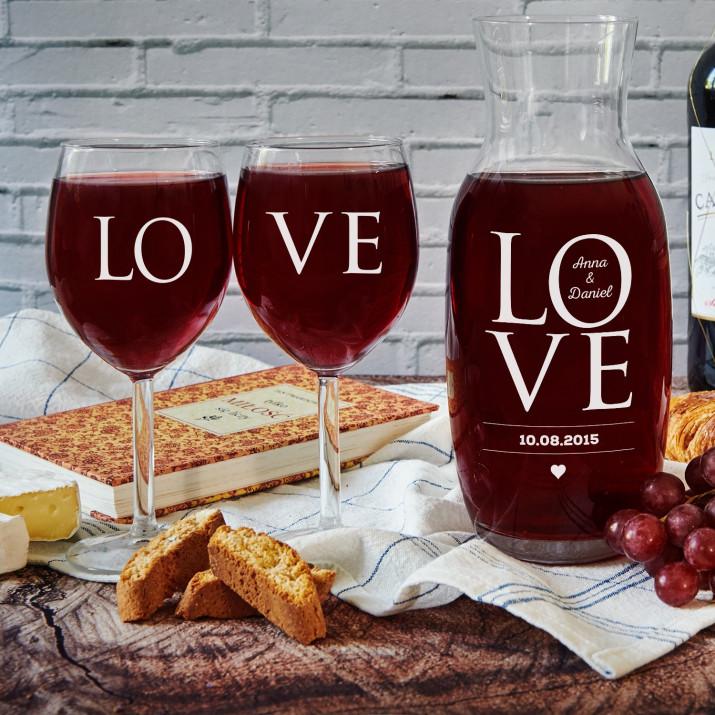 LOVE - Zestaw grawerowana karafka i dwa kieliszki do wina