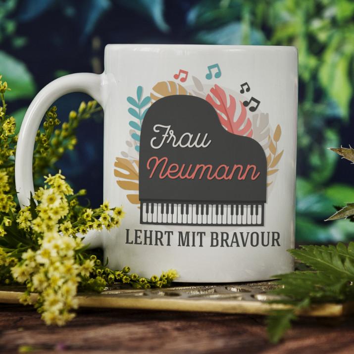 Lehrt mit Bravour - personalisierte Tasse