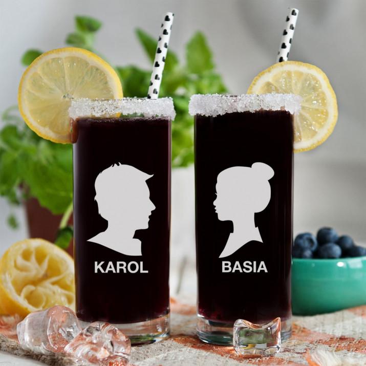 Z profilu - Dwie grawerowane szklanki